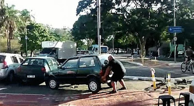 Δείτε πως αντέδρασε ποδηλάτης όταν ασυνείδητος πάρκαρε στον ποδηλατοδρόμο