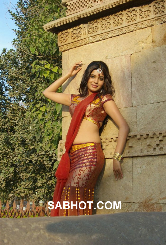 Samantha Navel in red Saree - Samantha Navel Pics in Red Saree