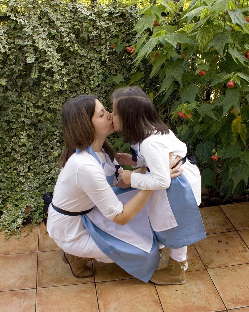 Decorar en familia: Delantal-disfraz de Alicia en el Pais de las Maravillas5