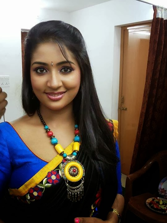 malayalam actress navya nair latest hot photos in saree navya nair ...