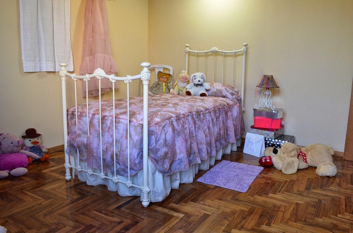 Guayaibi camas respaldos divanes y cunas cama princesa for Modelos de divanes