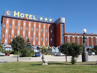 hotel aston,hotel santika,hotel ibis,hotel horison,forum standar gaji,lowongan kerja,gaji karyawan hotel,gaji karyawan restoran,gaji karyawan hotel,gaji pegawai,gaji karyawan,