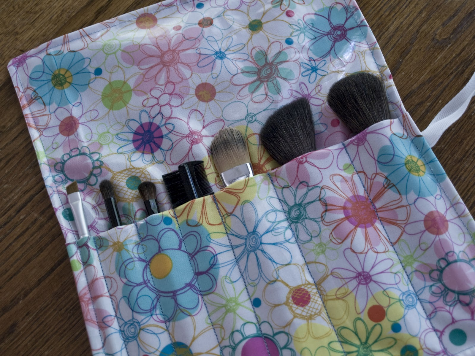 Cook Sew Smile: Roll Up Make Up Brush Pouch