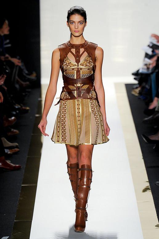 http://1.bp.blogspot.com/-01JpZ6dXJig/T0IPhRPoNDI/AAAAAAAAGcc/LFv2CTx7-wc/s1600/Herve+Leger+by+Max+Azria+New+York+Fashion+Week+AW+2012+014.jpg