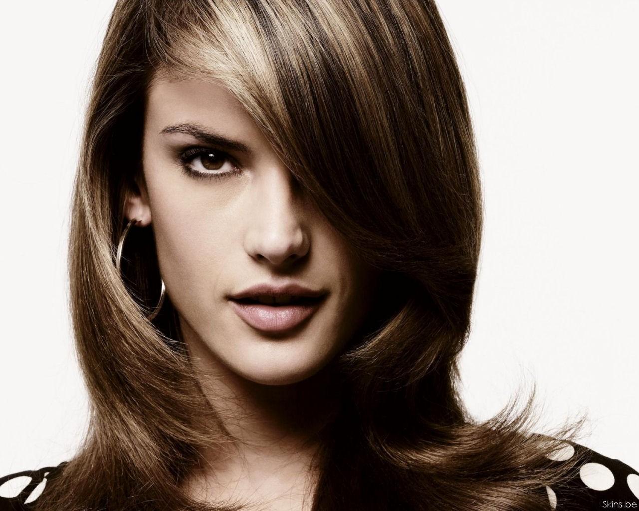 http://1.bp.blogspot.com/-01TmUK0NV-c/T0dF-WcfHvI/AAAAAAAAAhM/q1WQzdSQZPo/s1600/alessandra-ambrosio-hairstyle-wallpaper.jpg