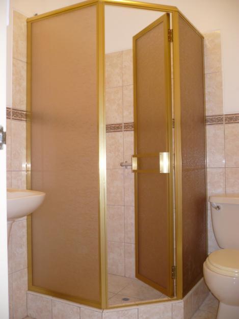 Modelos de puertas de duchas en acr lico creando tendencias for Duchas con puertas de vidrio