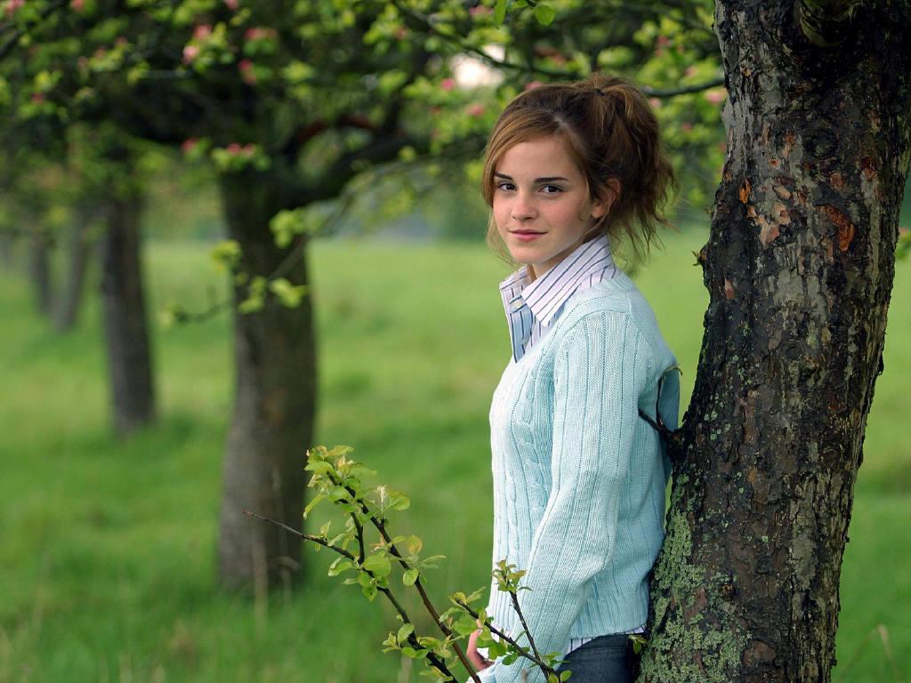 http://1.bp.blogspot.com/-01hY17HeBfE/T2YYHSH2CuI/AAAAAAAAEiE/WuT5H8AorPc/s1600/Emma-Watson-Best-Wallpapers-5.jpg