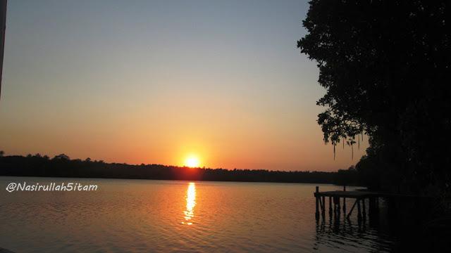Senja mulai menampakkan keindahannya