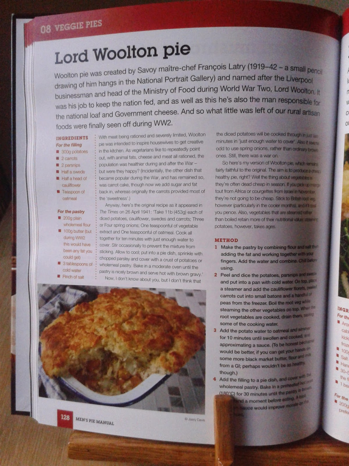 Gnocchi Topped Chilli Pie from Men's Pie Manual by Andrew Webb book review
