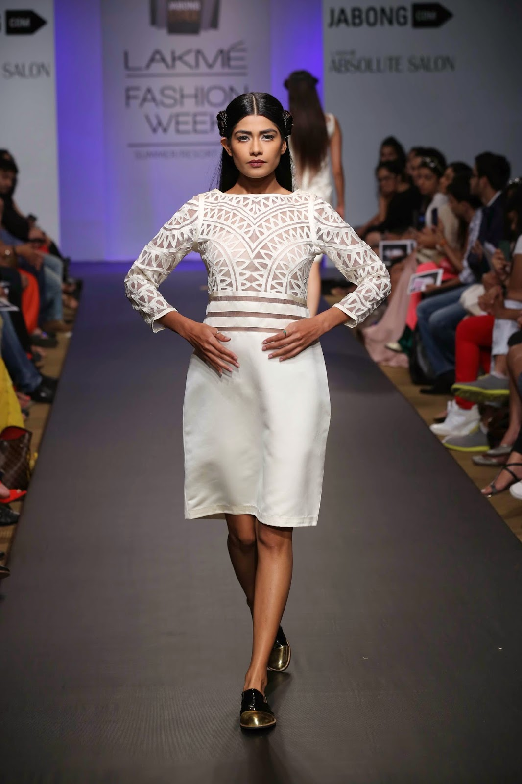 The colour palette was simple, blacks and whites helped set the mood as textures, prints and embellishments took centre stage on pieces like skirts, trousers, tops, blazers, shorts and dresses.
