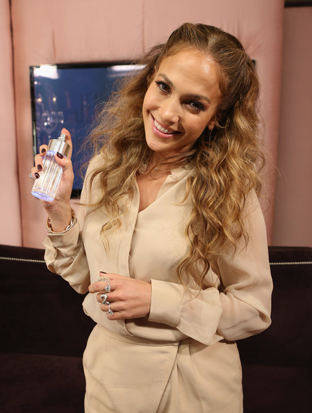 chatter busy jennifer lopez glowing by jlo launch event. Black Bedroom Furniture Sets. Home Design Ideas
