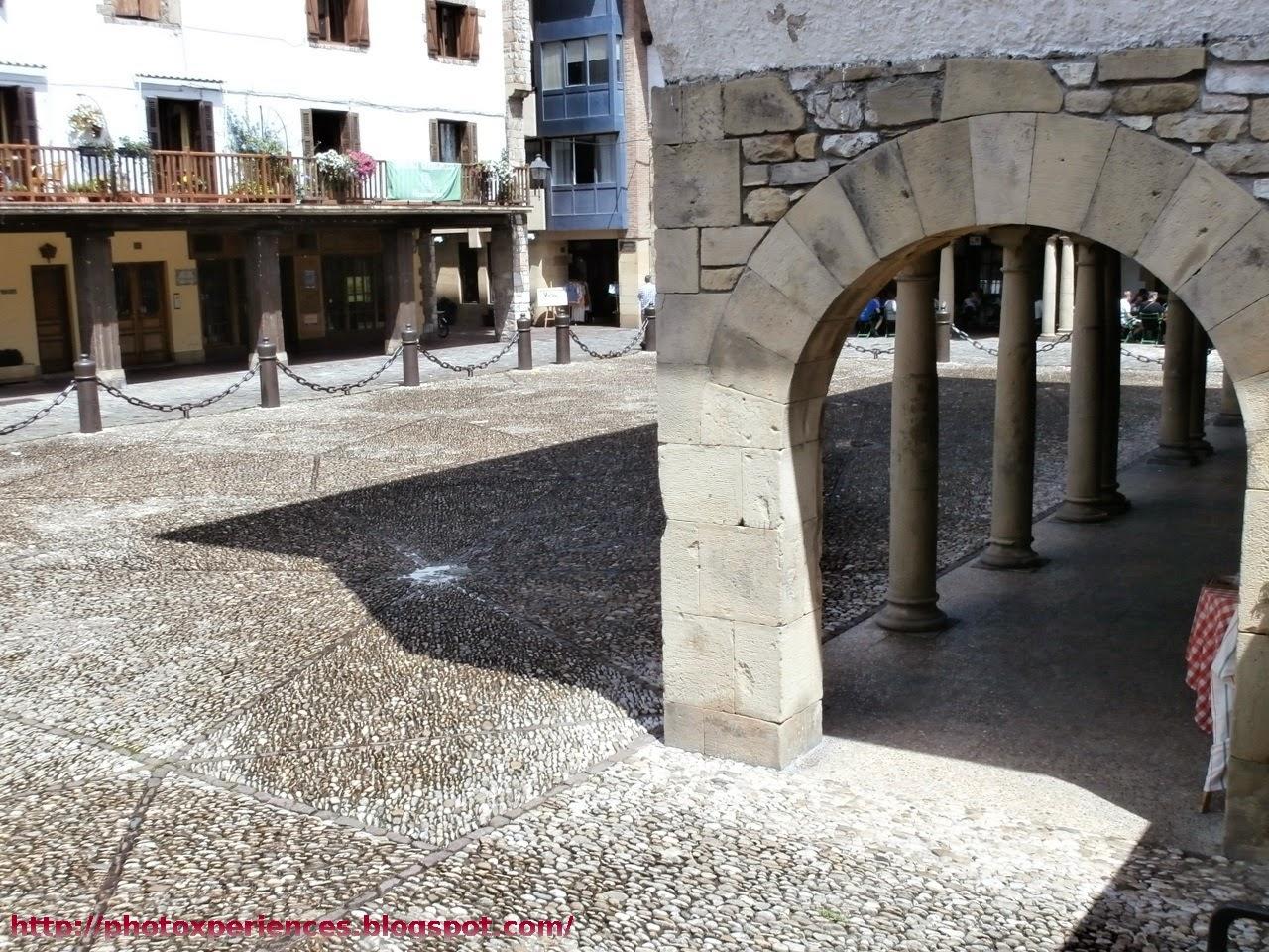 Soportales en la Plaza Gipuzkoa de Hondarribia - Fuenterrabía