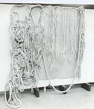 SILVA, Vivian. Instalação Performática na Arte Têxtil A Mão e a Máquina