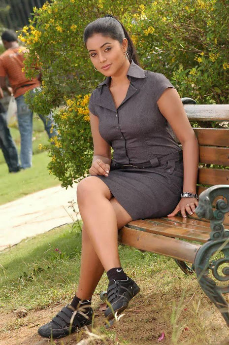 Mallu Girl Poorna posed in various skirts for a photo shoot