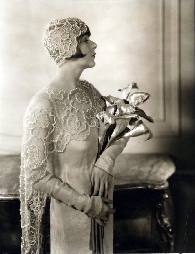 hollyhocksandtulips Vintage bride Timeless PopupView Separately