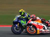 Video Rossi vs Marquez di MotoGP Sepang Malaysia 2015