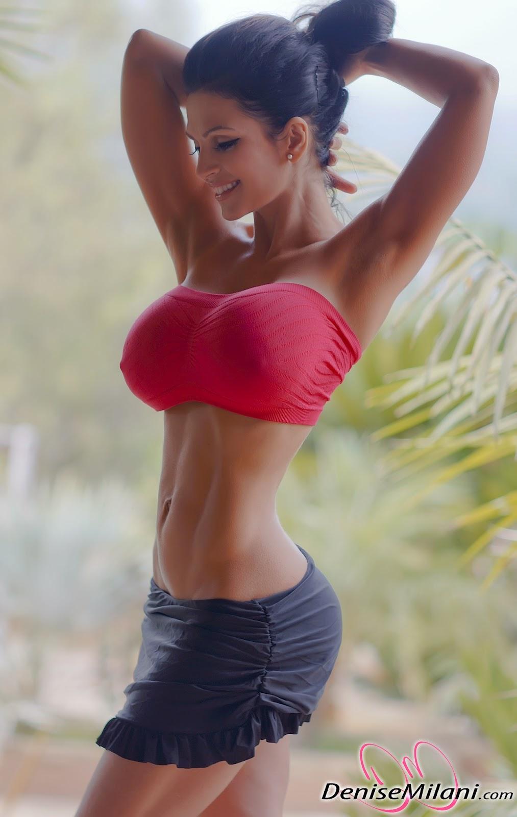 Стройная девочка с пышной грудью 21 фотография