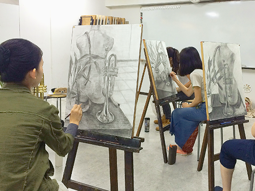 美術クラブ 横浜美術学院の中学生向け教室 たっぷりとした空間を描く「静物デッサン」8
