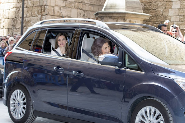 King Felipe, Queen Letitia, Princess Leonor, Princess Sofia and Queen Sofia of Spain attend the easter mass at the cathedral in Palma de Mallorca