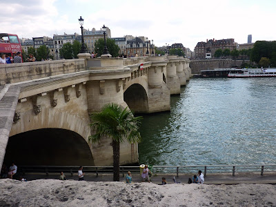 Pont Du Carrousel, Paris, France www.thebrighterwriter.blogspot.com