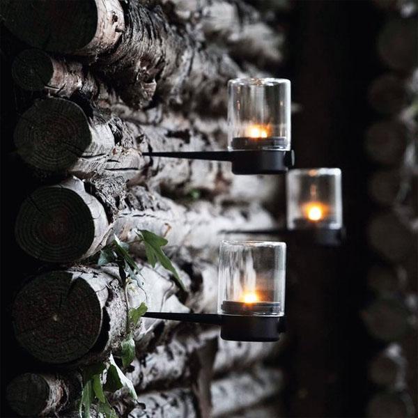 lamparas de jardin  sobre troncos