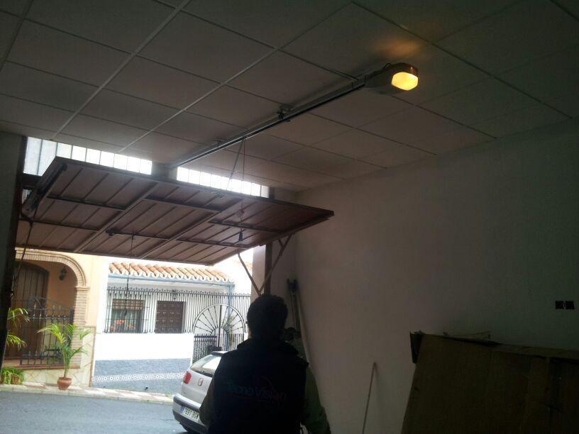 Puertas autom ticas instalaci n de motor azimut en puerta - Puertas de garaje malaga ...