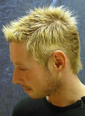 Salah satu gaya rambut gaya musim panas untuk pria pada tahun 2012