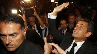 L'ancien président de la République Nicolas Sarkozy, à la sortie d'un restaurant, le 2 juillet 2014 à Paris.