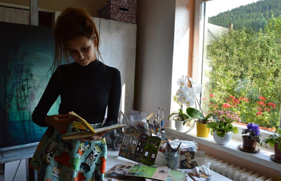 01-Katarina-Pridavkova-Fantasy-Architecture-in-Plaster-and-Clay-Town-www-designstack-co