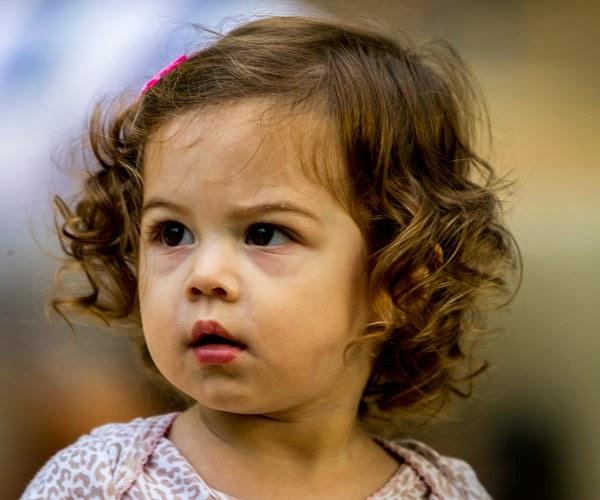 gratis gambar bayi cantik rambut ikal