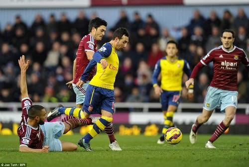 Arsenal áp sát top 4, Wenger hài lòng