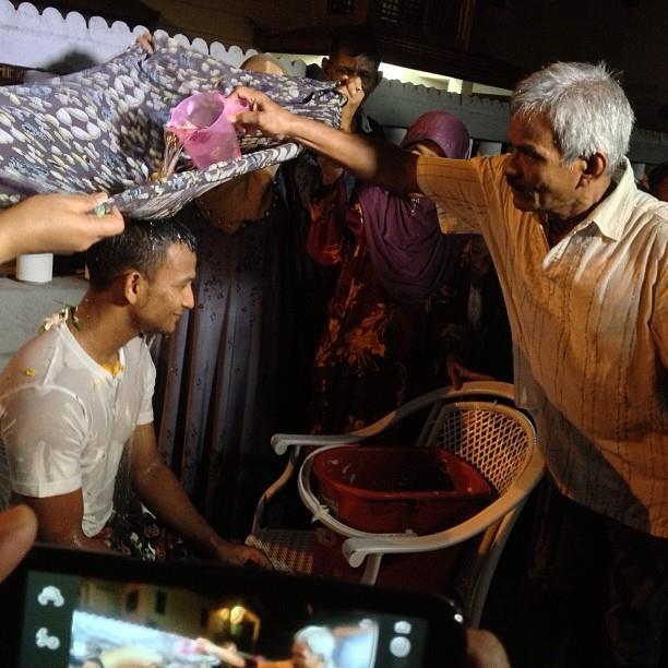 Gambar Black persiapan Kahwin, amboi black siap berinai dan mandi bunga lagi, kita harap black hanifah bahagia bersama isteri nanti, Majlis nikah hari ini 13 Sep 2013.