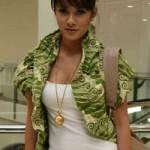 olla ramlan - Fashion Artis Indonesia Paling Glamour
