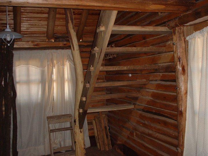 Remodelaci n y mantenimiento de casas y negocios escalera for Escaleras de madera rusticas