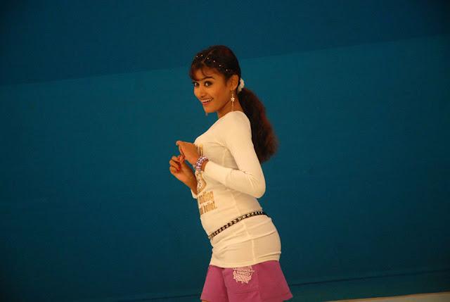 நடிகை ஓவியா  Oviya+beautiful++Stills+%25282%2529