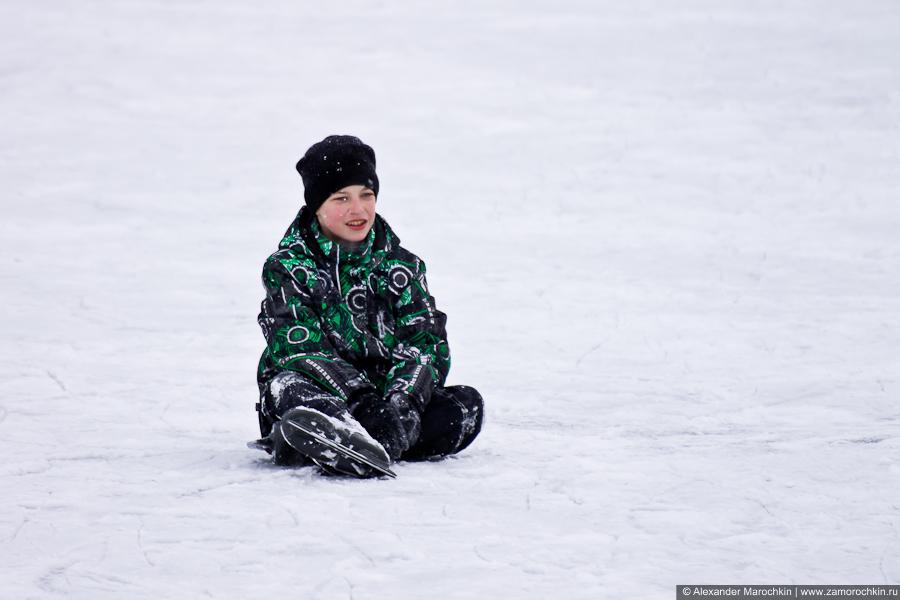 На коньках без падений не обойтись