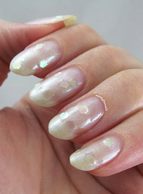 Sally Hansen Pearl Crush Oy-Ster It Up! Swatch
