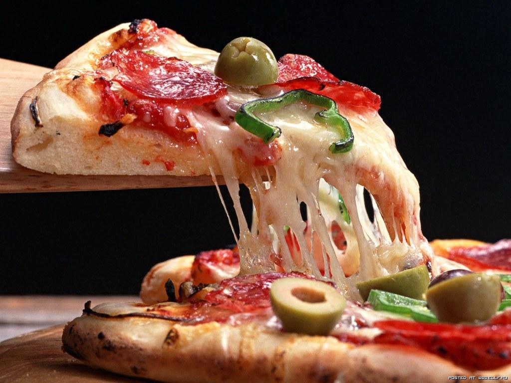 Entrada 02 tipos de patês com torradas pizzas salgadas