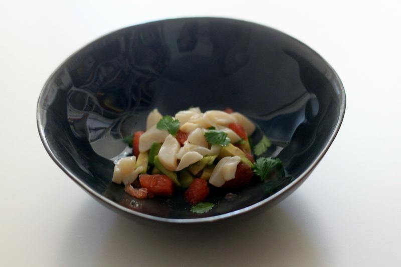 Jakobsmuschel-Ceviche mit Pink Grapefruit auf Avocado