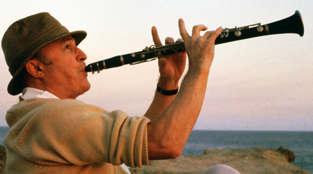 Gene Kelly playing clarinet Xanadu 1980 movieloversreviews.blogspot.com