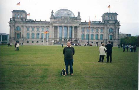 FRENTE AL PARLAMENTO ALEMÁN, EN BERLÍN