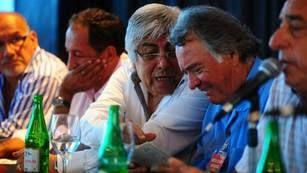 """MOYANO Y BARRIONUEVO SE MOSTRARON JUNTOS Y CRITICARON AL GOBIERNO: """"NO VAMOS A DEJAR DE RECLAMAR"""""""