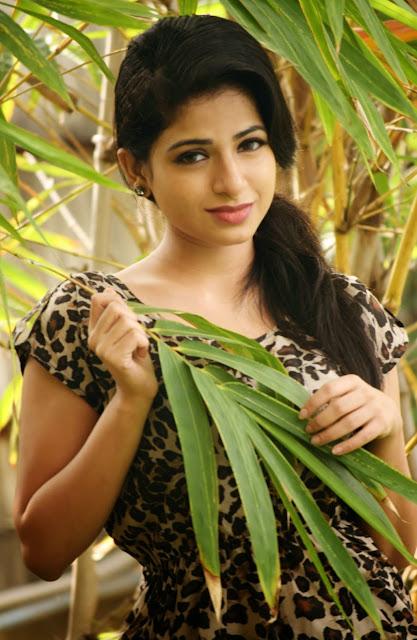 Actress Iswarya Menon Latest Pictureshoot Gallery 3.JPG