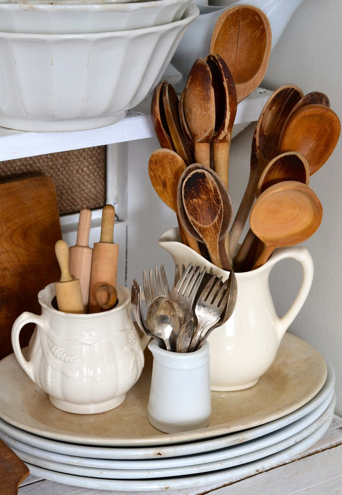 decoração simples e estilosa jarras e bules