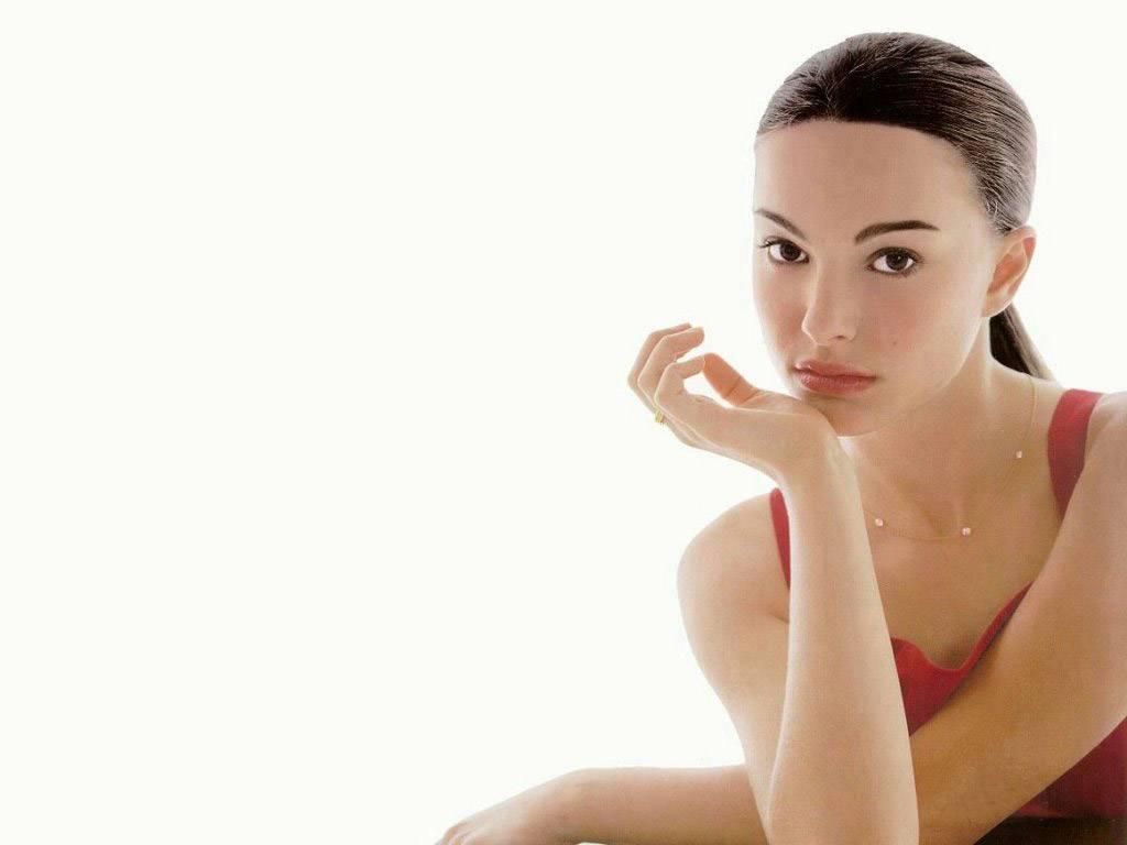 http://1.bp.blogspot.com/-077yJxdvBR0/TtERNsGfmfI/AAAAAAAAJkM/CtO8jDey3l0/s1600/Natalie_Portman_Teen_Girl_Wallpaper_doll.jpg