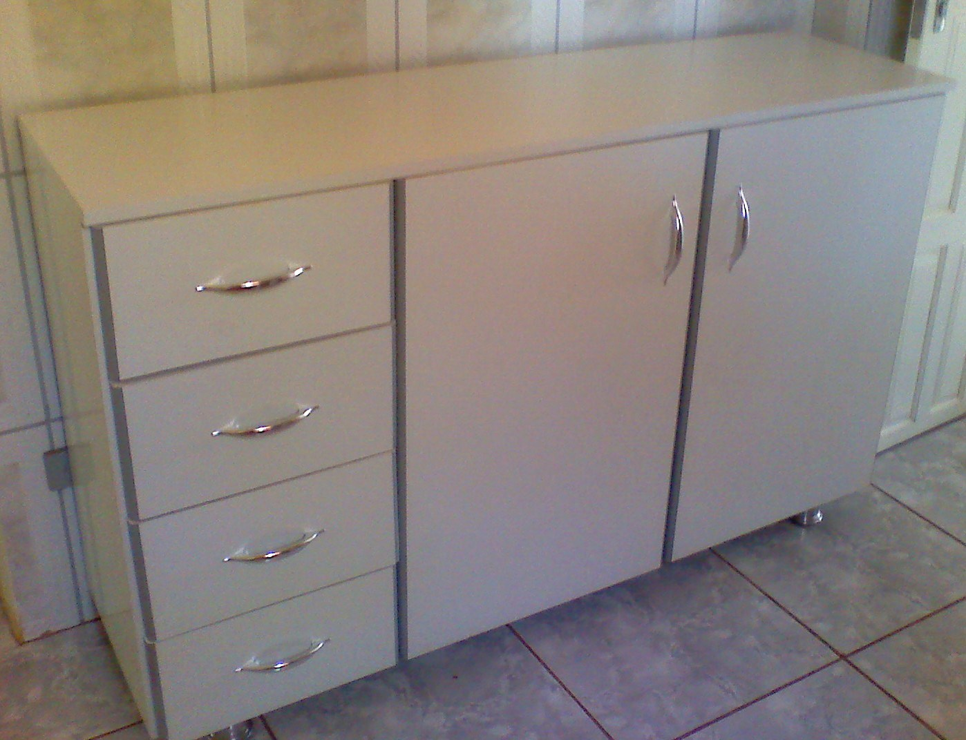 Balcão para cozinha com tampo tudo em MDF 18 mm Bc pés metalicos e  #80694B 1398 1072