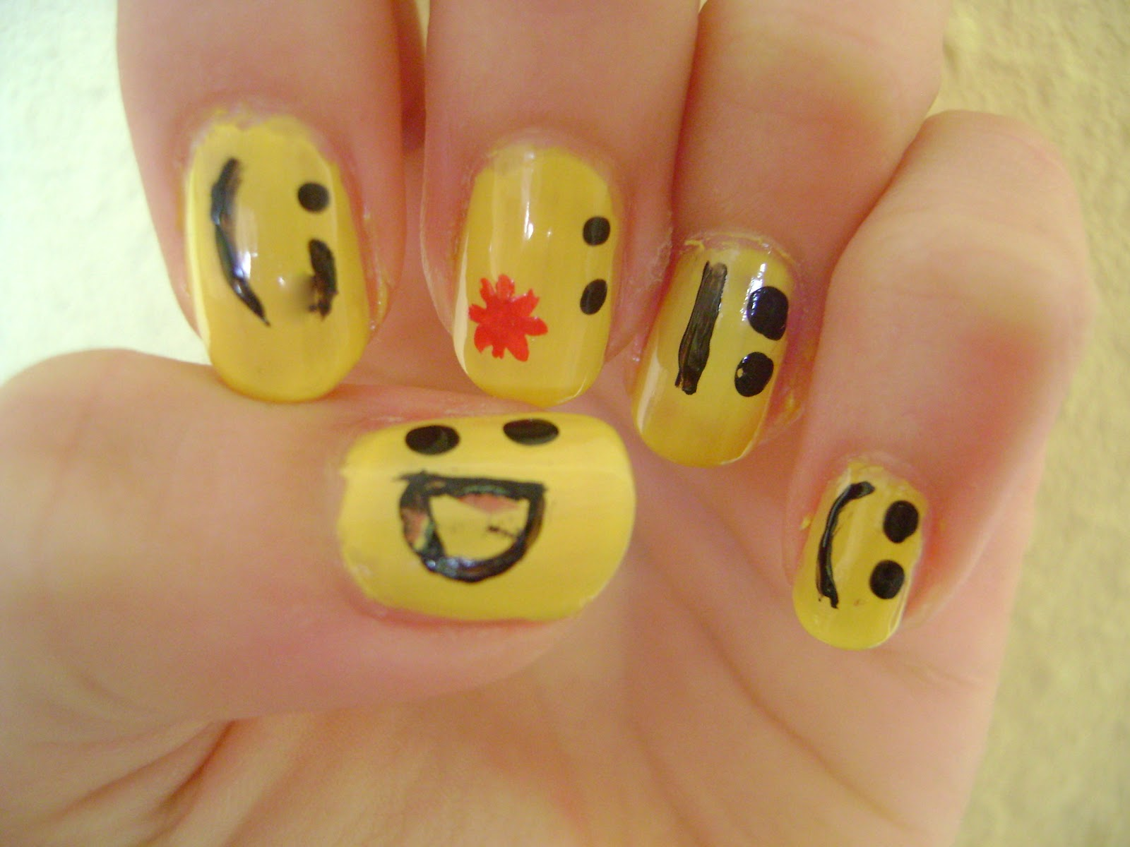 Photodo ღ: DIY- Nageldesign Smiley