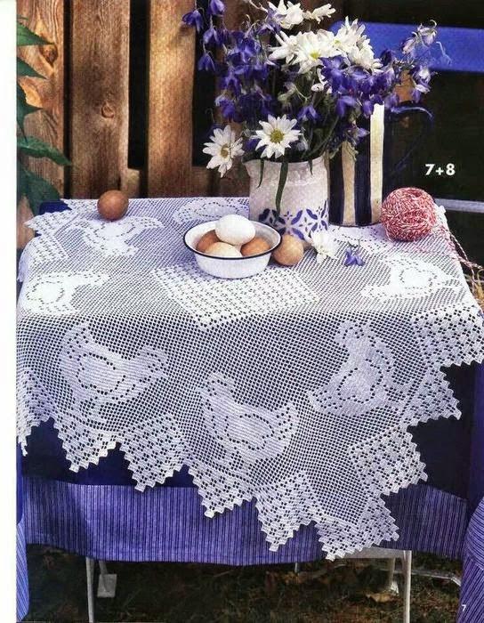 Mantel al crochet con motivo de gallinas