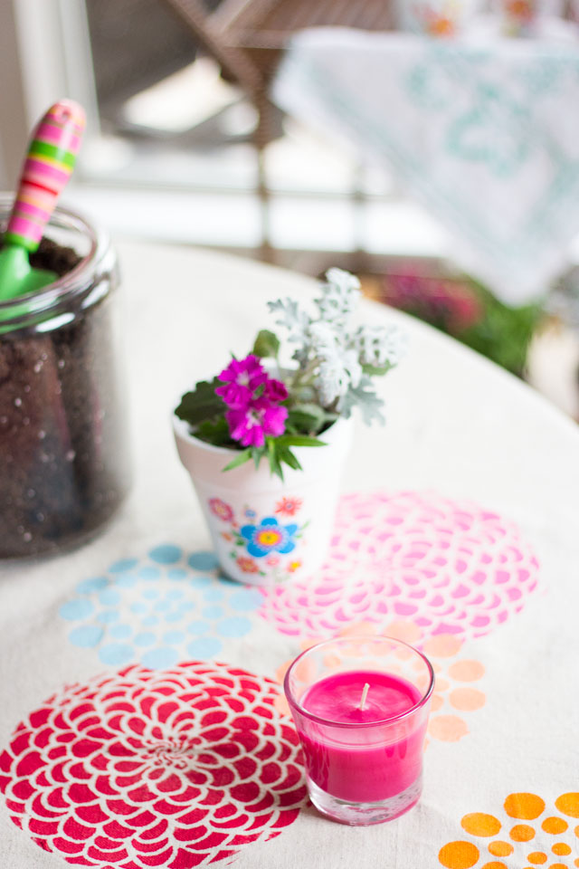 Invite your friends over to plant their first flowers of the spring season by holding a potting party! #feelglade