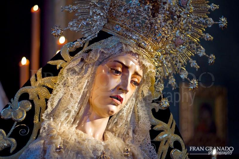 http://franciscogranadopatero35.blogspot.com/2015/05/la-virgen-de-la-piedad-en-arahal-en.html